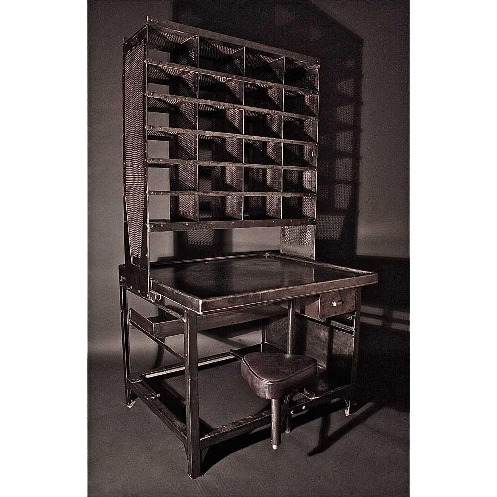 bureau de tri postal mobilier industriel les nouveaux brocanteurs. Black Bedroom Furniture Sets. Home Design Ideas