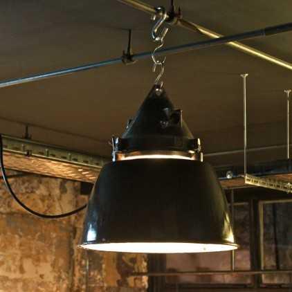 ancienne suspension industrielle maill e les nouveaux brocanteurs. Black Bedroom Furniture Sets. Home Design Ideas