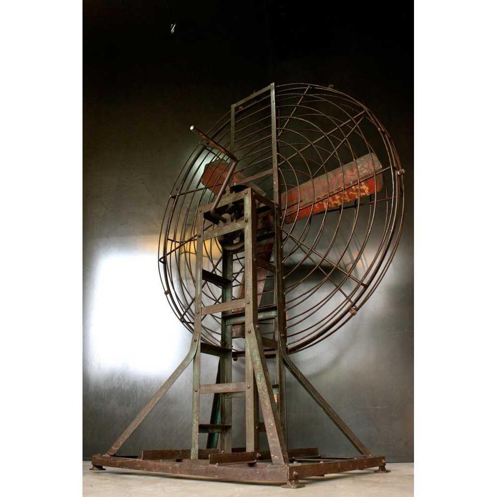 grand ventilateur industriel ancien sur pied les nouveaux brocanteurs. Black Bedroom Furniture Sets. Home Design Ideas