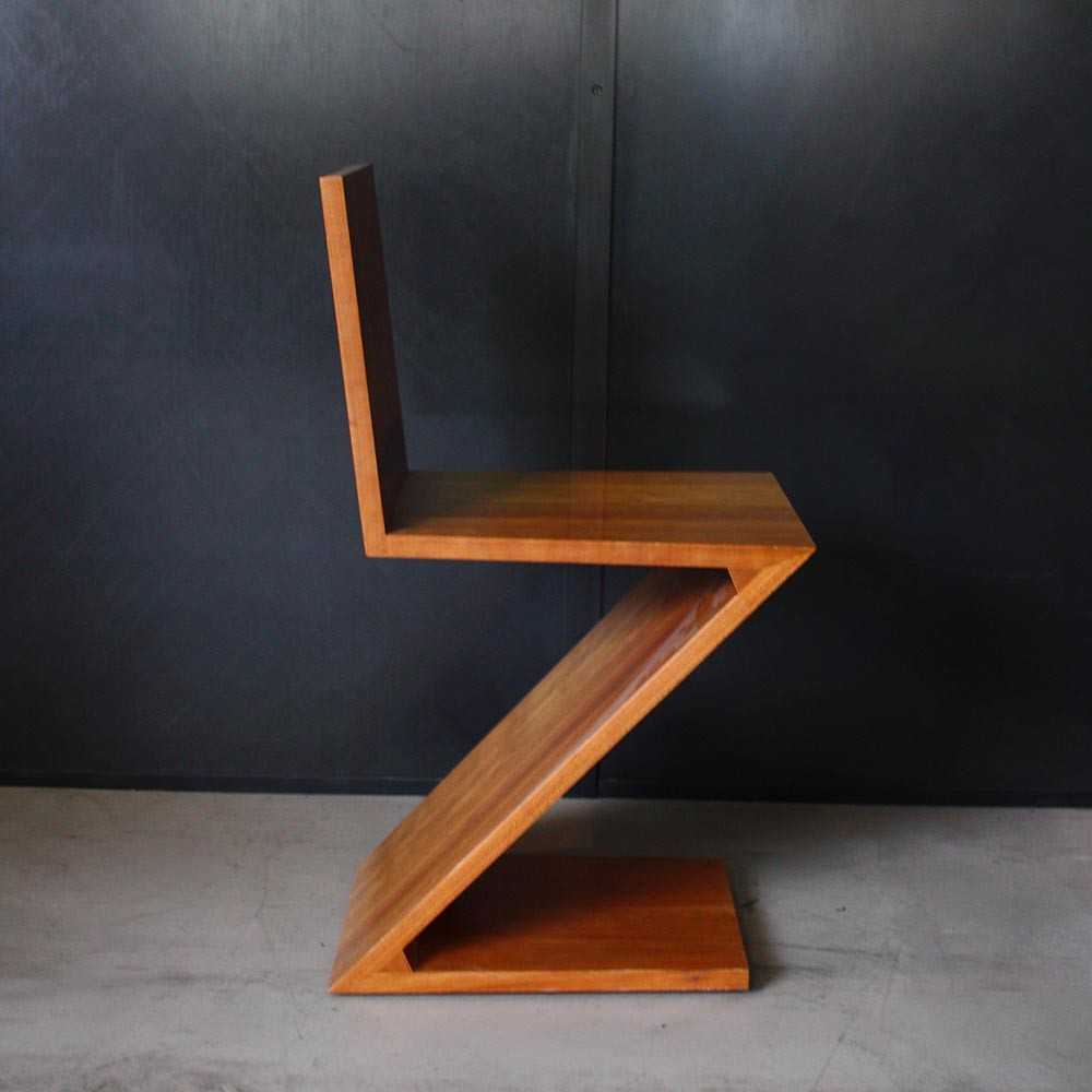 chaise zigzag gerrit rietveld les nouveaux brocanteurs. Black Bedroom Furniture Sets. Home Design Ideas
