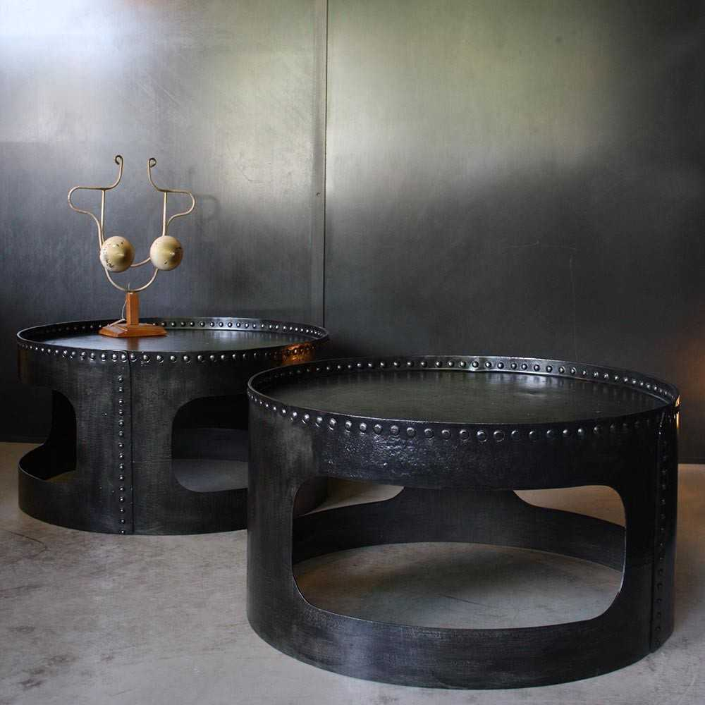 tables basses industrielles rivet es les nouveaux brocanteurs. Black Bedroom Furniture Sets. Home Design Ideas