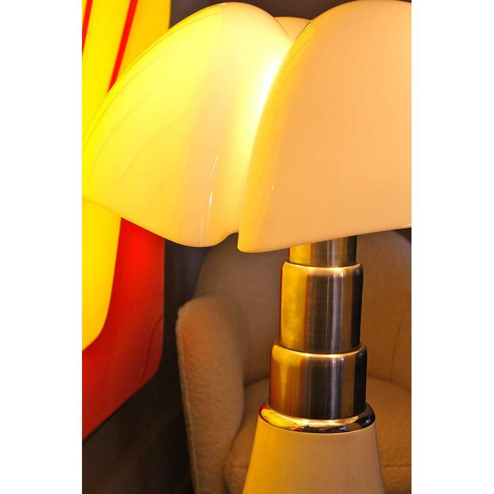 lampe vintage pipistrello de gae aulenti les nouveaux brocanteurs. Black Bedroom Furniture Sets. Home Design Ideas