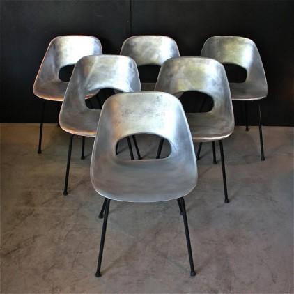 """Chaises """"Tulipe"""" de Pierre Guariche modèle tonneau 1953"""