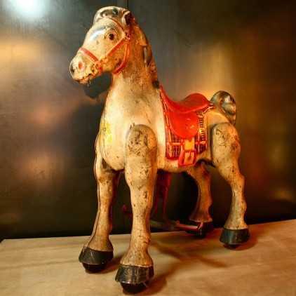 Cheval à pédales (jouet ancien)