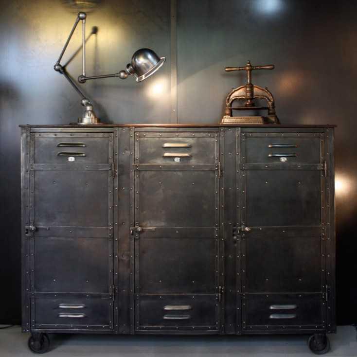 ancien vestiaire d 39 usine les nouveaux brocanteurs. Black Bedroom Furniture Sets. Home Design Ideas