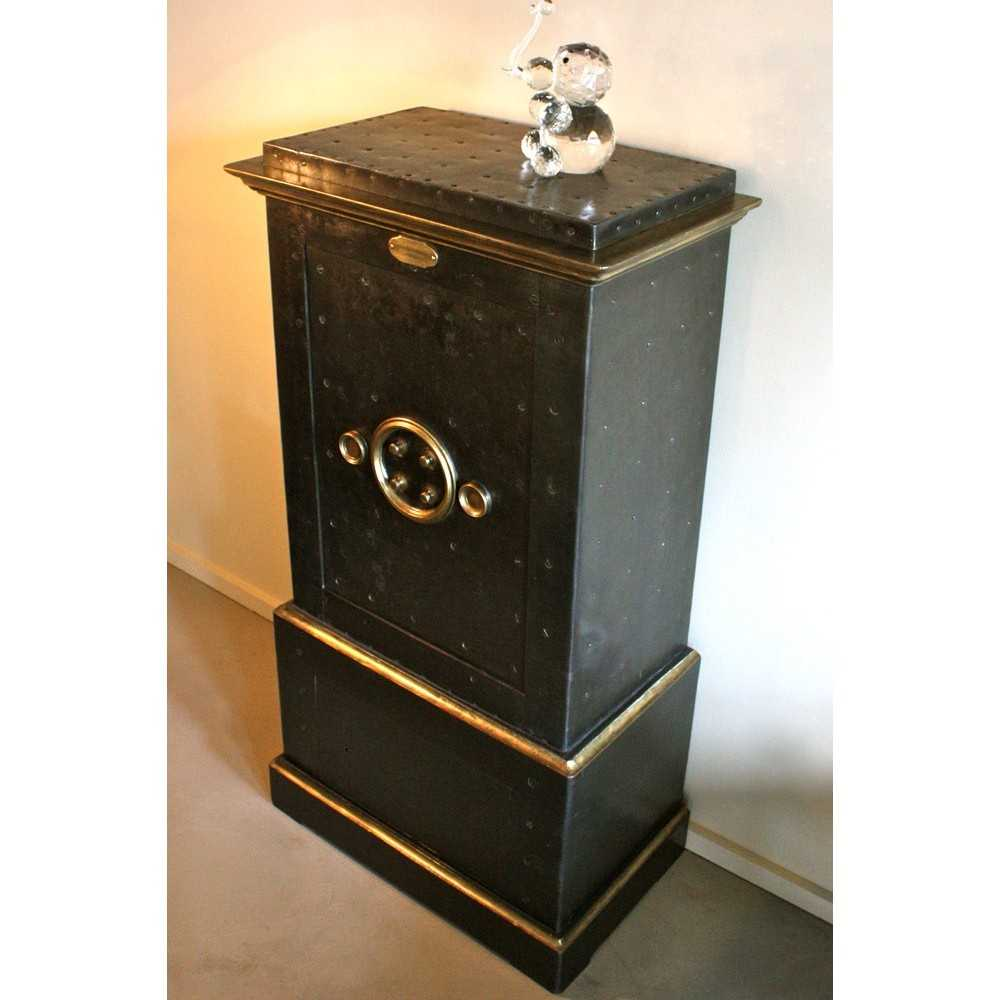 coffre fort ancien les nouveaux brocanteurs. Black Bedroom Furniture Sets. Home Design Ideas