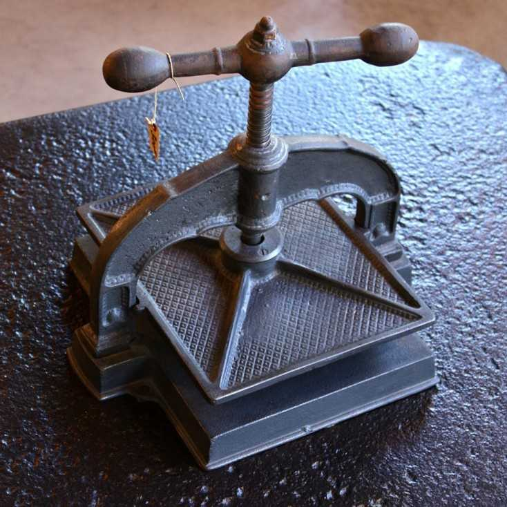 Ancienne presse de relieur
