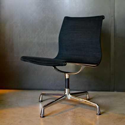 "Chaise EA106 Aluminium Group ""Charles & Ray Eames"""